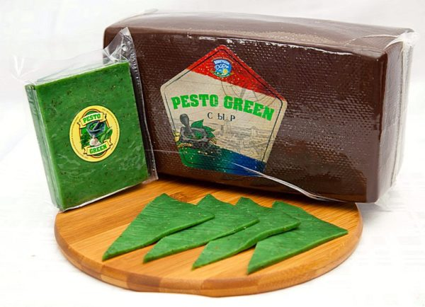"""Сыр Pesto Green """"Песто Грин"""" с базиликом и чесноком Беларусь кусок 1-1,2 кг"""